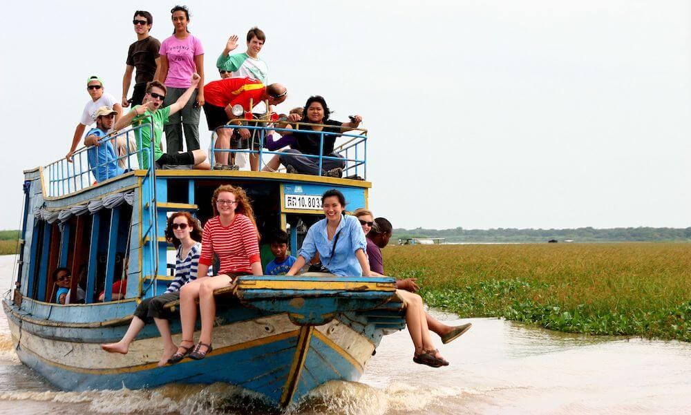 students on a boat in costa rica with learning afar student travel programs